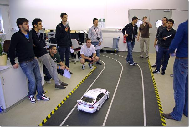 Fahrversuche live erleben mit einem Modellfahrzeug